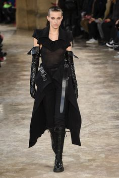 Ann Demeulemeester Fall 2018 Ready-to-Wear Fashion Show Collection