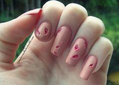 Nail Art: Machucados (Especial Halloween). Esmaltes Usados: Vermelho Amor (Cora), Rosa Candy (Impala) e Cobertura Fosca (Risqué). Por: A Garota Esmaltada (http://agarotaesmaltada.tumblr.com)