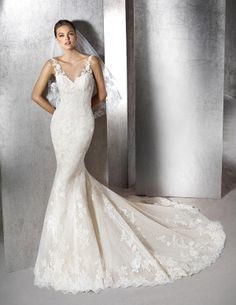 Zaret mermaid dress, with V-neck