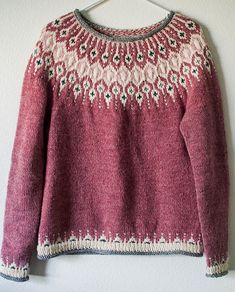 Knitting Patterns Ravelry Inspired by traditional Icelandic circular yoke sweaters, Telja is knit in the round from the bottom… Fair Isle Knitting Patterns, Fair Isle Pattern, Sweater Knitting Patterns, Top Pattern, Knit Patterns, Knitting Sweaters, Stitch Patterns, Punto Fair Isle, Tejido Fair Isle