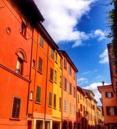 Twitter / @1step2theleft: Happy Wednesday from colourful Bologna!