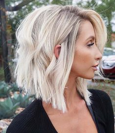 30 beliebte kurze blonde Haare 2018 New Site Trending Hairstyles, Cool Hairstyles, Hairstyle Ideas, Bandana Hairstyles Short, Athletic Hairstyles, Bouffant Hairstyles, Gorgeous Hairstyles, Kids Braided Hairstyles, Easy Hairstyles For Long Hair