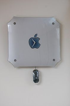 A mac-clock - Upcycle Us Upcycled Crafts, Repurposed, Apple Pro, Sewing Rooms, Craft Organization, Steve Jobs, Easy Projects, Diy Design, New Homes