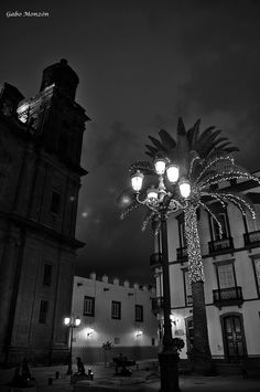 Triana  Iluminaciones Desiguales / Uneven illumination.  Por Gabo Monzon