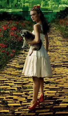 Keira Knightley, qui se prend pour Dorothy dans Oz (un film très important dans la programmation MK Ultra)