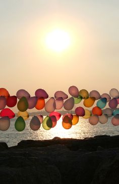Use clothesline to string up balloons for an outdoor party. Pretty!