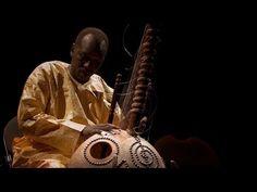 Ballake Sissoko live is something else. ▶ Ballake Sissoko plays Kora - Nalesonko - live - YouTube