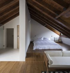 Four Attic Renovation Ideas to Give New Life to Unused Space - Attic Basement Ideas Attic Bedroom Designs, Attic Bedrooms, Attic Design, Loft Room, Bedroom Loft, Bedroom Decor, A Frame Bedroom, Nature Bedroom, Attic Loft