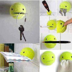 Der Tennisball als Halter für Schlüssel, Briefe oder auch Stifte