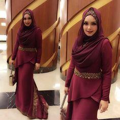 Dato' Siti @ctdk memenangi Artis Wanita Terbaik anugerah Neway . Solekan sendiri dan busana dari @rizmanruzaini repost @rozisangdewi