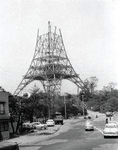 The construction of Tokyo Tower.