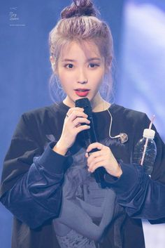 Unbeknownst to IU with ultra-violet hair: Visual has once again reached a level of wonder - New Site Kpop Girl Groups, Kpop Girls, Korean Girl, Asian Girl, Iu Hair, My Love Poems, Violet Hair, Purple Hair, Love U Forever