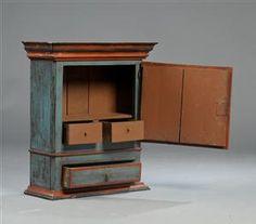 Køb og sælg moderne, klassiske og antikke møbler - Lille almue skab - DK, Herlev, Dynamovej