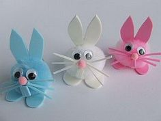 Cotton Ball Bunnies look very easy and quick to make. Good for using on short notice. easter kids crafts cut pom pom bunnies good for preschool 20 Do-It-Yourself Easter Crafts for Kids Pom-Pom bunnies - would be cute to make baby chicks or lambs too :) ju