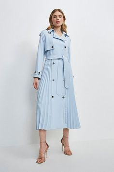 Trench Coat Outfit, Trench Coat Style, Coat Dress, Trench Coats, Modest Fashion, Women's Fashion Dresses, Dress Outfits, Pleated Fabric, Crepe Fabric