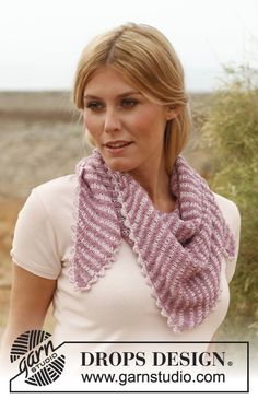 "Knitted DROPS shawl worked from side to side in ""Alpaca Bouclé"" and ""Cotton Viscose"". ~ DROPS Design - free"