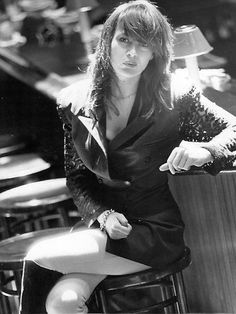 Chrissy Amphlett, The Divinyls Play Rock Music, Punk Rock Girls, Women Of Rock, Women In Music, My Hairstyle, Stevie Nicks, Post Punk, Hot Actresses, Music Bands