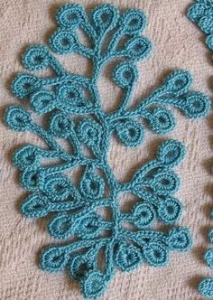 Letras e Artes da Lalá: crochê irlandês...Lots of diagrams here for Irish crochet that can be used for jewelry making...Really fantastic crochet!!