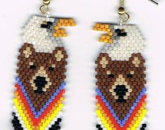 Hier ist ein schönes Paar Hand Perlen Feder Ohrringe. Sie messen 5/8 x 1 1/4 . Sie wurden von Mary Hipple entworfen und von mir in einem Rauch-frei-Haus-Perlen.