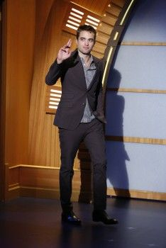 Rob on Late Night with Seth Myers, 6-17-14 (21)