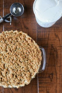 Easy Apple Crumble Pie.