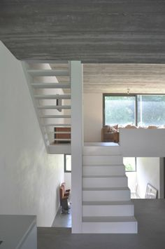 Image 8 of 18 from gallery of House in Wilrijk / Areal Architecten. Courtesy of Areal Architecten White Stairs, Interior Staircase, Take The Stairs, Stair Railing, Railings, My Dream Home, Stairways, Architecture Details, Interior Inspiration