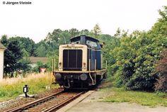 In Rodach, heute Bad Rodach, ist am 05.07.1998 die Zuglok 211 219-1 gerade mit dem Umsetzten beschäftigt. Damit Sie nachhher ihren Zug nach Coburg zurückbringen kann.