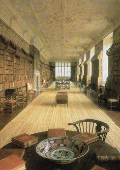 Blickling Hall, Norfolk. The Long Gallery with an exceptional Jacobean ceiling. The books of the library came to Blickling as a collection in the 18th century