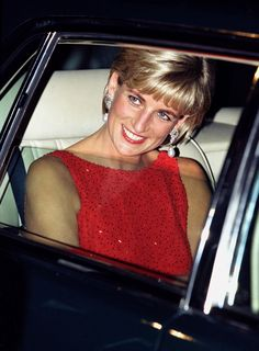 Diana, Princess of Wales - Arrival @ gala benefit for victims of landmines @ National Museum of Women in the Arts in Washington, DC, June 1997