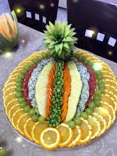 Fruit Tables, Fruit Buffet, Fruit Dishes, Party Food Platters, Food Trays, Fruit Tray Designs, Fruits Decoration, Deco Fruit, Creative Food Art