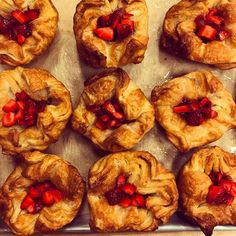 いいね!252件、コメント4件 ― The Little Tart Bakeshopさん(@littletartbakeshop)のInstagramアカウント: 「Strawberry jam filled kouign amann, topped with fresh Georgia strawberries. Coming at you this…」