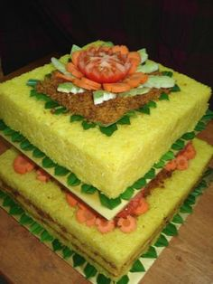 Let me introduce the pulut kuning layer with serunding daging. Yellow Rice, Indonesian Cuisine, Coconut Rice, Glutinous Rice, Food Crafts, Rice Dishes, Pastel, Dessert Recipes, Desserts