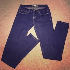 Forever 21 jeans Worn a couple times. Dark blue forever 21 skinny jeans! Super comfy just don't fit anymore. Size 25x32. No rips or stains Forever 21 Jeans Skinny