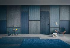 Con la collezione Layer disegnata da Piero Lissoni, Lualdi Porte riprende la tradizione della boiserie reinterpretandola, non solo come decoro o rivestimento, ma come elemento architettonico vero e proprio in grado di caratterizzare un ambiente. Nella versione London (nella foto) vengono rielaborati in maniera contemporanea i rivestimenti in legno tipici della tradizione inglese, proponendo eleganti combinazioni di pannelli complanari separati tra loro da cornici in rilievo. La presenza…