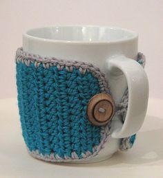 Lady Crochet: Mug cozies Crochet Coffee Cozy, Crochet Cozy, Crochet Quilt, Crochet Gifts, Crochet Yarn, Easy Crochet, Crochet Buttons, Crochet Projects, Crochet Patterns