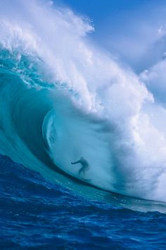 Surfing theme | Ride the best waves right from your desktop.