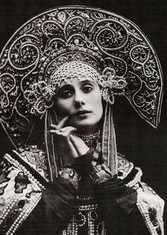 Ana Pavlova Russian balerina The Pictorial Arts: What an Era …Anna Pavlova, the Russian ballerina, displaying her costume for Russian Dance,… Anna Pavlova, Ballet Russo, Costume Russe, Foto Fantasy, Fantasy Art, Russian Ballet, Imperial Russia, Ballet Dancers, Vintage Photographs