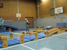 Krabbelgang Pe Games, Parkour, Kids Sports, Physical Education, Kids Playing, Activities For Kids, Montessori Infant, Gross Motor, Minis