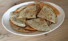 Tortilla wraps met Serrano ham en Prosciutto, Parmezaanse kaas en bbq kruiden. Even goudbruin laten worden in een droge koekenpan en je hebt een heerlijk borrelhapje, snack, voor- of bijgerecht.