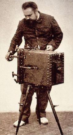 Boutan nel 1892 con la sua fotocamera subacquea