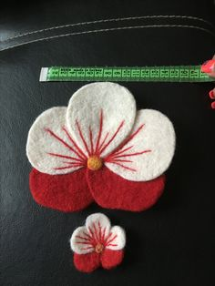 Felt Flowers, Diy Flowers, Felt Crafts, Diy And Crafts, 123 Cross Stitch, Craft Projects, Projects To Try, Alphabet Letters Design, Ribbon Art