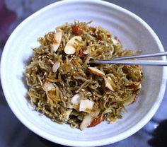 멸치볶음을 만드는 방법도 여러 가지가 있습니다. 겨울철에는 간장이나 고추장 양념이 아닌 유자청만 넣어 상큼, 달콤하게 만들기도 하고요. 기름 두른 프라이팬에 맛술을 두르고 멸치를 볶다가 다진 마늘과 대파.. Japchae, Pork, Beef, Chicken, Cooking, Breakfast, Ethnic Recipes, Foods, Kale Stir Fry