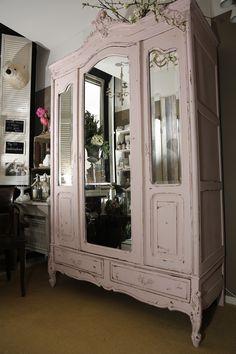 Ook voor grote kasten bent u bij Ma Maison aan het juiste adres! :)