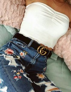 White crop top and floral jeans - style - Outfits Cute Summer Outfits, Mode Outfits, Cute Casual Outfits, Fall Outfits, Spring School Outfits, Spring Outfits Classy, Cute Girl Outfits, Party Outfits, Night Outfits