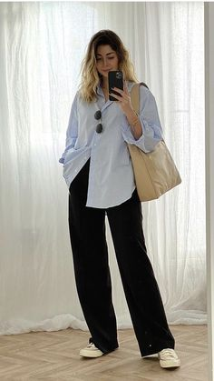 Blue Striped Shirt Outfit, Blue Shirt Outfits, Outfits With Striped Shirts, Blue Jean Outfits, White Shirt And Jeans, Blouse Outfit, Blue And White Outfits, Blue And White Style, Blue And White Shirt