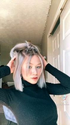 Short Hair Styles Easy, Cute Hairstyles For Short Hair, How To Style Short Hair, Medium Hair Styles, Girl Hairstyles, Short Hair Dos, Curly Hair Styles, College Hairstyles, Hairstyles For School