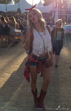 Coachella // Stagecoach Style: cutoff shorts, red cowboy boots, daisy crochet crop top and plaid shirt