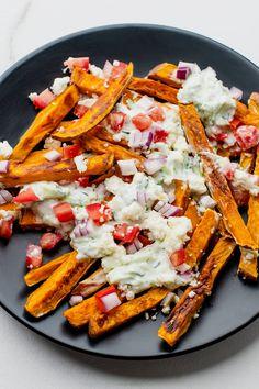 Crispy Sweet Potato, Loaded Sweet Potato, Sweet Potato Wedges, Greek Fries, Dirty Fries, 400 Calorie Meals, French Fries Recipe, Potato Sides, Fried Potatoes