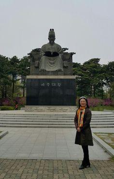 여의도공원  yeouido park #KBS강성실 방문~  #세종대왕 기념 동상 King Sejong the Great #KingSejong #대한민국 #공군 최초 비행단 기념탑  #Korea #AirForce   #FirstFlight Wing #여의도공원 #YeouidoPark