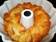 ThanksGarlic Parmesan Pullapart Bread made with 4 ingredients: Grands biscuits, garlic, butter, parmesan cheese. awesome pin